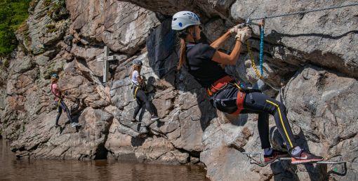 Nikdy nepodceňujte bezpečnost během lezení na ferratách
