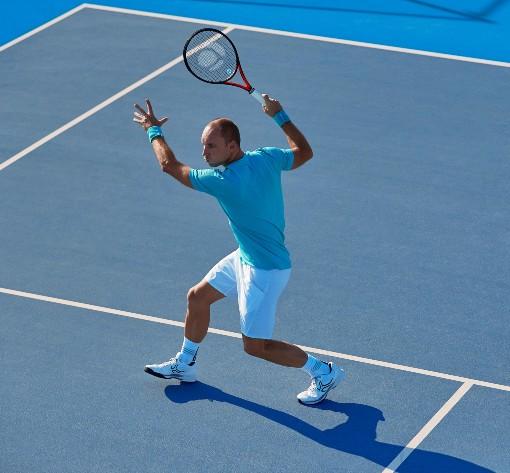 Tenista před úderem