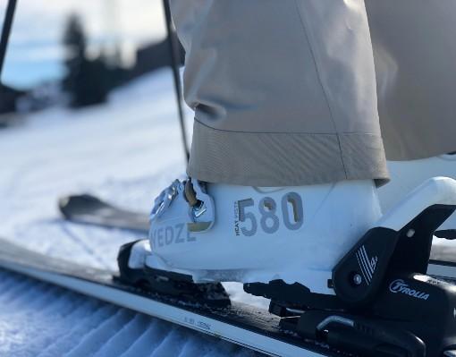 Bílé lyžáky