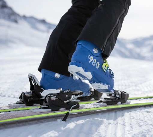 Zapínání lyžáků do lyží