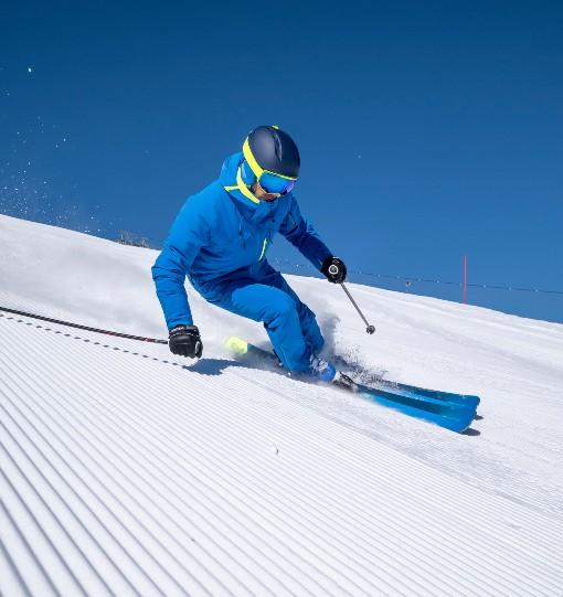 Závodní lyžař