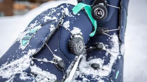Detail snowboardových bot