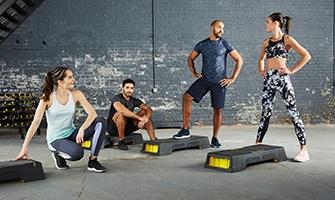 fitness skupina v posilovně