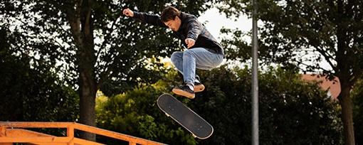 jízda ve skateparku
