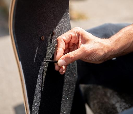montáž trucků do skateboardu