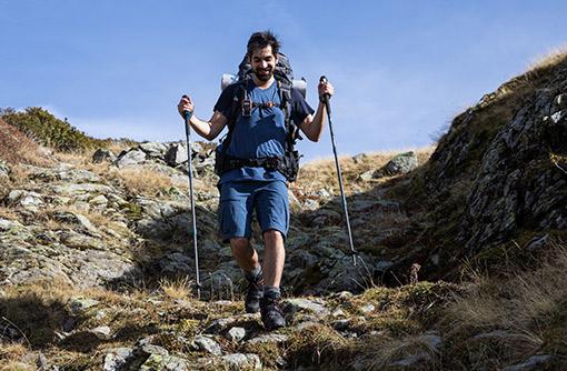 turista na výletě v horách