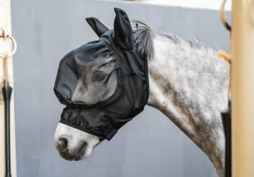 maska na ochranu koně proti hmyzu