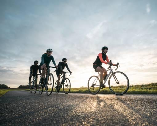 cyklisté na výletě
