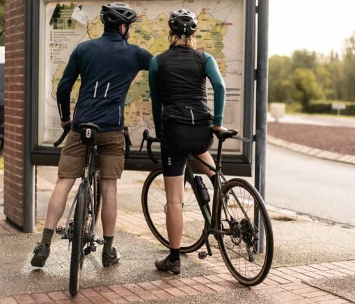 cyklisté u mapy