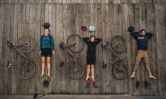 cyklisté při odpočinku