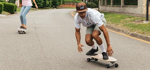 surf skateboardista na projížďce