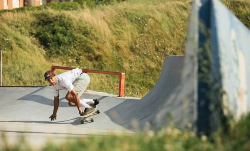 surfskateboardista na rampě