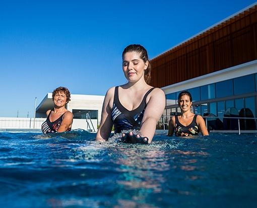 aquafitness v bazénu