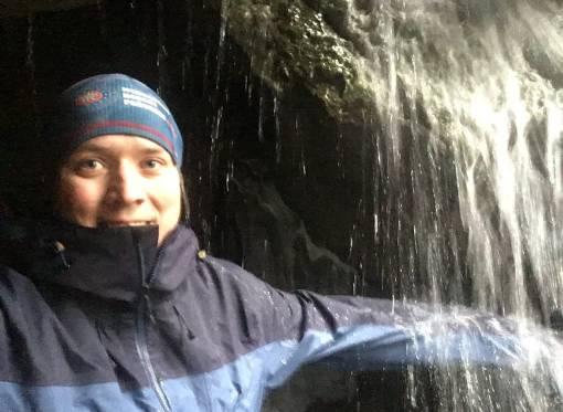 testování bundy pod vodopádem