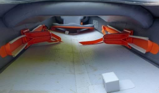 vnitřní konstrukce kajaku
